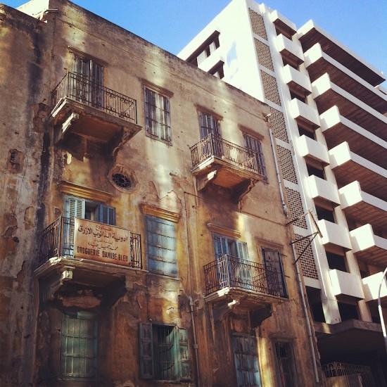 Un bâtiment ancien accueillant typiquement des appartements sous le régime des anciens loyers (© B. Marot, 2012).