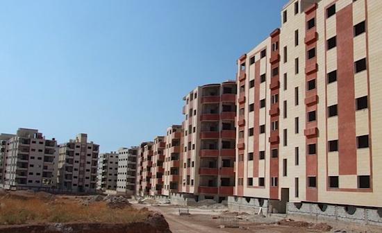 Logement vides à Artouz et logements publics en construction à Dahyah Qudsaya Sakanya al-Jadida (région de Damas). Photos V. Clerc 2009