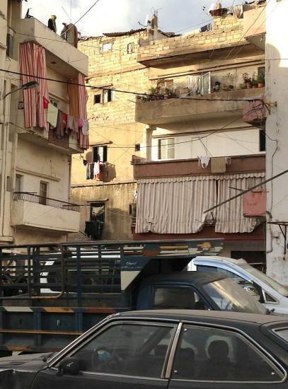 Informalité en pleine ville, beyrouth, Ras el-Nabah. Photo Mona Fawaz.