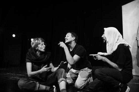 Lucy Ellinson, Valentin Schmehl, Alaa Abu Gharbieh, répétitions d'About François, décembre 2018, crédits Jakob Jurkosek