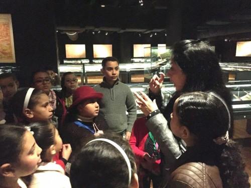 الأطفال يزورون متحف المخطوطات في مكتبة الإسكندرية