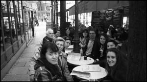 Après la journée, autour d'un verre sur la place de la Sorbonne Photographie d'Adèle Godefroy