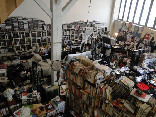 Vue du studio de Chris Marker avant enlèvement.