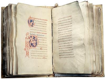 Initiale P, début de l'épître aux Galates. Épîtres de saint Paul, XIIe siècle, Évreux, BM, ms. lat. 51, f. 63v-64.