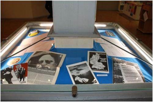 Das IfZ zeigt in seinem Foyer in München zahlreiche Archivmaterialien von und zu Franz Josef Strauß. Foto: IfZ-Archiv. Alle Rechte vorbehalten.