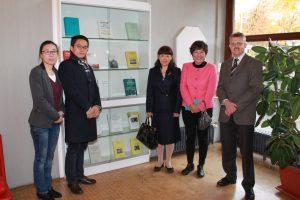 Archivleiter Dr. Klaus A. Lankheit führte die Delegation aus Peking durch das IfZ. Foto: IfZ-Archiv. Alle Rechte vorbehalten.