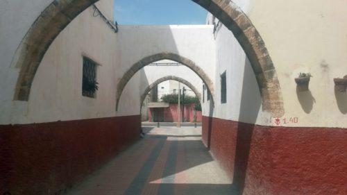 La Cité des Habous pour indigènes de Rabat est moins connue que celle de Casablanca, elle incarne pourtant parfaitement l'idée coloniale d'une médina moderne en forme d'ensemble immobilier.