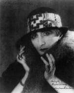 "Marcel Duchamp, ""Rose Sélavy"", Photographie par Man Ray, 1921 (ill. 7)"