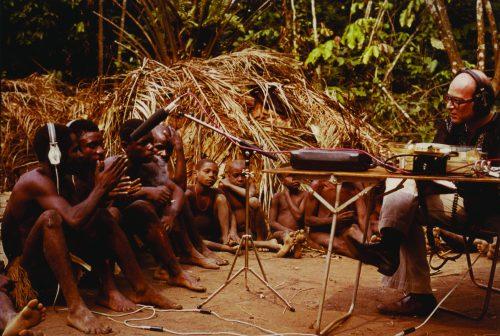 Simha Arom sur le terrain © Simha Arom, 1983