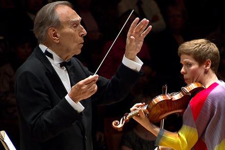 Claudio Abbado et Isabelle Faust (© Digital Concert Hall, Berliner Philharmoniker)