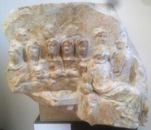 Fig. 4: Relief représentant le banquet des Vestales. Période claudienne. Rome, Museo dell'Ara Pacis. Photographie de l'auteur