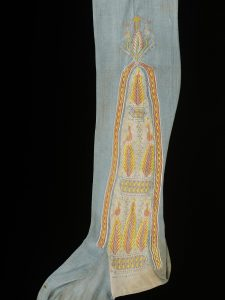 Stocking, embroidered silk, English, 1800-29. London, Victoria and Albert Museum, 666-1898