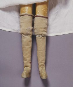 Doll's garter, Silk ribbon, London, 1690-1700. London, Victoria and Albert Museum, T.847F-1974