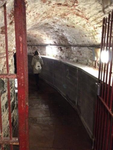 tunnel reliant la prison au tribunal