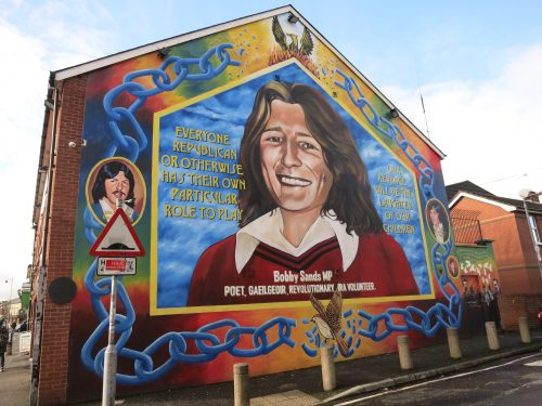 Belfast murals motions et processus de paix les murs for Bobby sands mural falls road