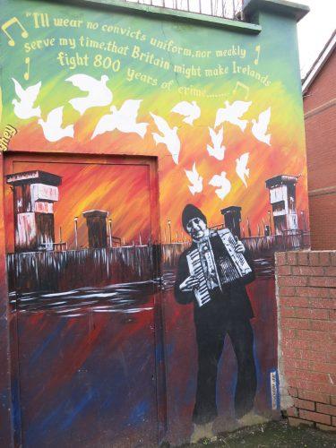 Détail ajouté par le street artist Jef Aerosol sur le mural de Bobby Sands - Falls Road - 01.03.2016 - Cécile Walder