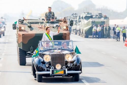 Brasília - DF, 07/09/2015. Presidenta Dilma Rousseff durante o desfile cívico-militar de 7 de Setembro em comemoração ao Dia da Independência. Foto: Ichiro Guerra/PR