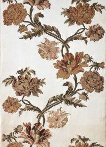 Broschierter Atlas mit Chrysanthemenmuster aus dem Großen Schlafzimmer der Fürstenquartiere im Neuen Palais, Berlin, um 1765, SPSG