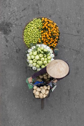 vietnamese-street-vendors-overhead-photos-hanoi-loes-heerink-5.jpg