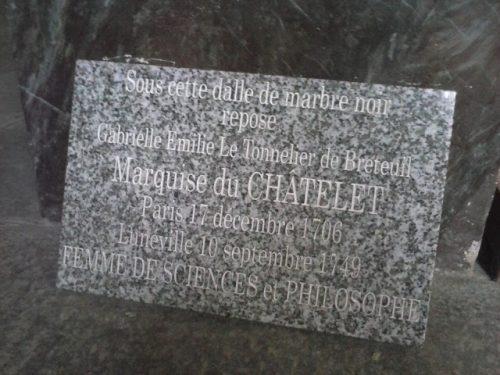 plaque commémorative commandée par Elisabeth Badinter