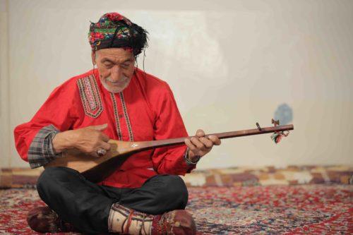 Recherches sur terrain de l'art des Bakhshi, Bakhshi Alireza Gholamrezai Almajoughi © Hossein Fatemian