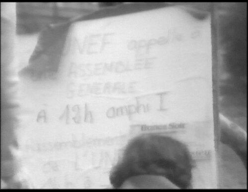 Fig. 3 : capture d'écran d'un panneau présent dans la cours de l'université annonçant une assemblée générale.