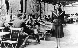 Amerikanische Soldaten und deutsches Fräulein, 1946