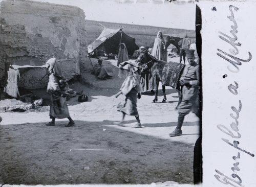 maroc-1915-une-place-a-meknes-1
