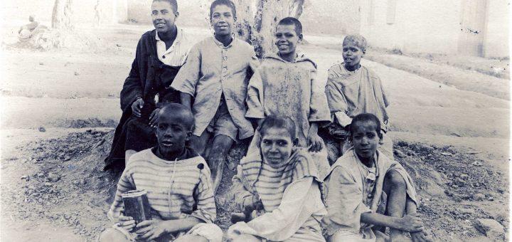 Enfants Meknès, camp militaire 1915