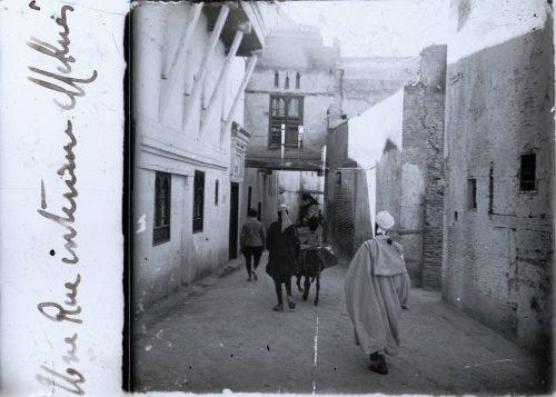 une-rue-interieure-a-mekhnes-1