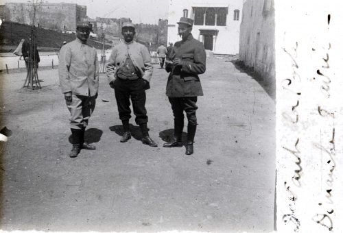 Devant la poste, dimanche 8 avril 1917