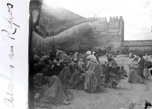 Maroc 1915-1918 - Arabes au repos - crédit photo © Joseph Miquel