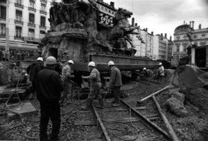 Déplacement de la fontaine Bartholdi, décembre 1992 - P0741 01369. © Bibliothèque municipale de Lyon