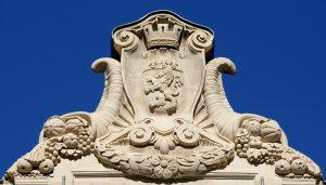 Restauration de la sculpture du fronton central  © Yves Neyrolles