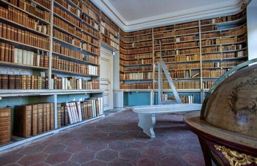 Intérieur de la bibliothèque de Leufstabruk, conçue par Jean Eric Rehn à la fin des années 1750. Photo : Magnus Hjalmarsson.