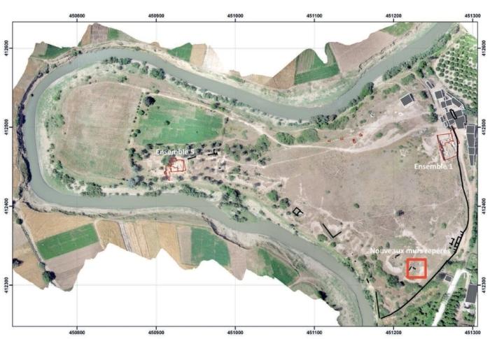 Fig. 1. Orthophotographie du site de Rirha dans le méandre de l'oued Beht. Localisation des zones de fouilles (Cliché:S.Sanz).