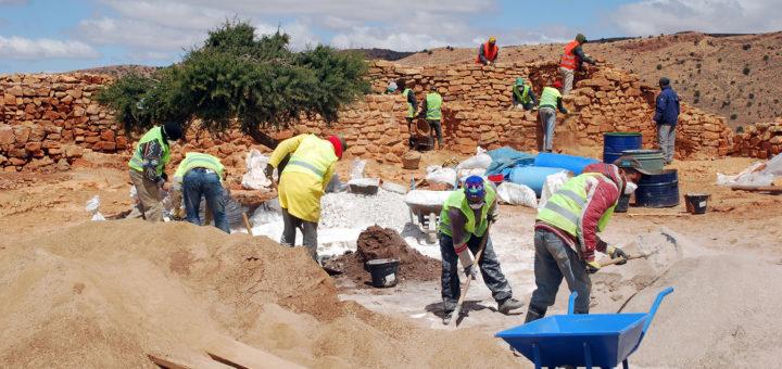 Fig. 11 - Vue générale du chantier de restauration depuis la cour de la zone sommitale de la Qasba.