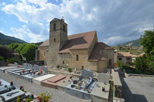 La cathédrale vue du sud-est ; les bâtiments canoniaux se développaient à l'emplacement du cimetière