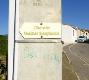 """Beschilderung des """"Chemin Walter Benjamin"""" (Foto: Anne Friedrichs)"""