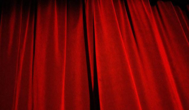 La communication implicite : quelques réflexions sur le théâtre