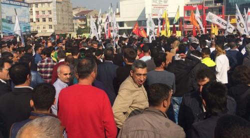 Manifestation à Esenyurt (Istanbul) le 6 octobre suite à l'appel du DBP/HDP sendika.org