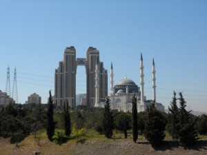 Ataşehir Mimar Sinan Camii et Uphill Towers - ©Barış Gençer Baykan