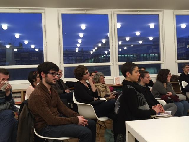 Le public lors de la présentation de l'ouvrage d'Andrés Urdaneta dans la bibliothèque Marcel Bataillon