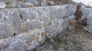 Delphes, rempart de philomelos, élevation.