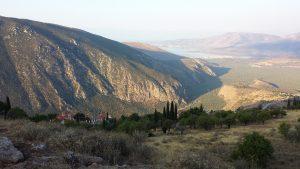 Vue vers la mer et Kirrha, depuis le rempart de Philomelos. (Photo zugmeyer IRAA)