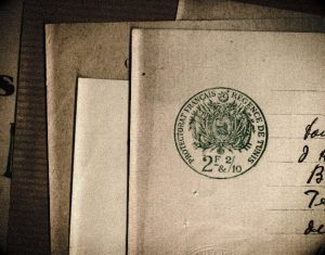 En marge de la recherche : l'archive, le document
