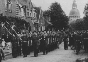 Marsch polnischer Pfadfinder durch Maczków (Haren / Ems) - Foto: Sammlung A. Sekowska, Warschau