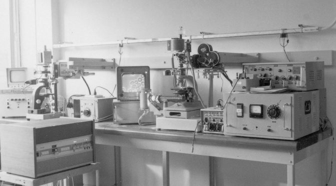 Microscope et matériel de prise de vue en microcinéma