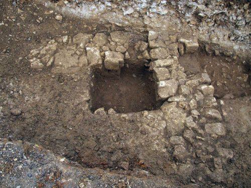 Fig. 3: Angle de maçonneries des xie-xiie siècles situé au débouché de la passerelle donnant accès au donjon (cl. J. Villaregut)