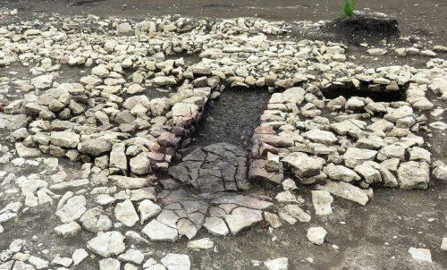 Fig.4 : Les vestiges du séchoir (soubassements et foyer central) (cl. Craham)